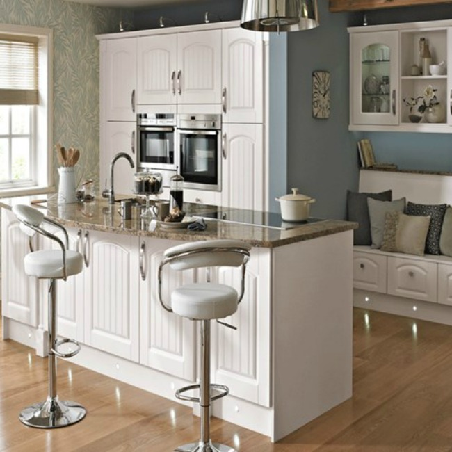 Photo Credit: http://www.bettaliving.co.uk/kitchens/fitted-kitchens/miami/